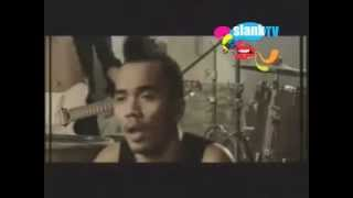 Slank - Bendera ½ Tiang (Official Music Video)