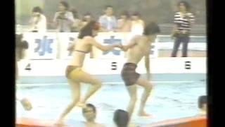 フジTV オールスター紅白水泳大会 水上ブロック渡り・・不安定なブロッ...