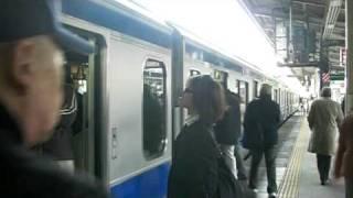 ドアをなかなか閉めることが出来ない常磐線E531系。松戸駅にて。 thumbnail
