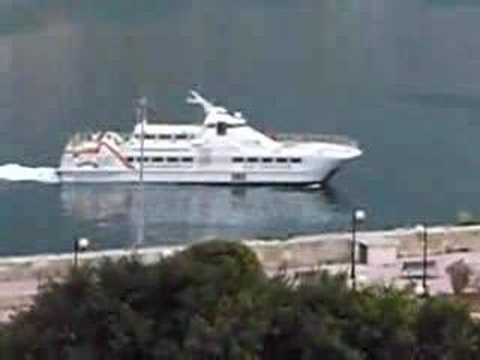 Sexy Yacht Cruising Grand Harbour