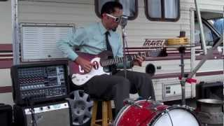 """Crankshaft"" the one man band plays ""Terraplane Blues"" by Robert Johnson"
