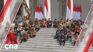 Gambar cover Indonesian President Joko Widodo taps political rivals in new cabinet