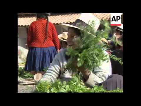 PERU: CHINCHERO: VILLAGERS USING BARTER SYSTEM