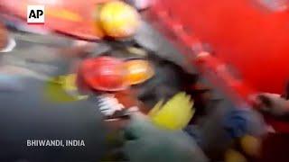 Al menos 8 muertos al colapsarse edificio en India