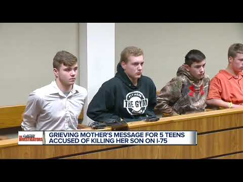 Metro Detroit teens charged in I-75 rock-throwing death appear in court