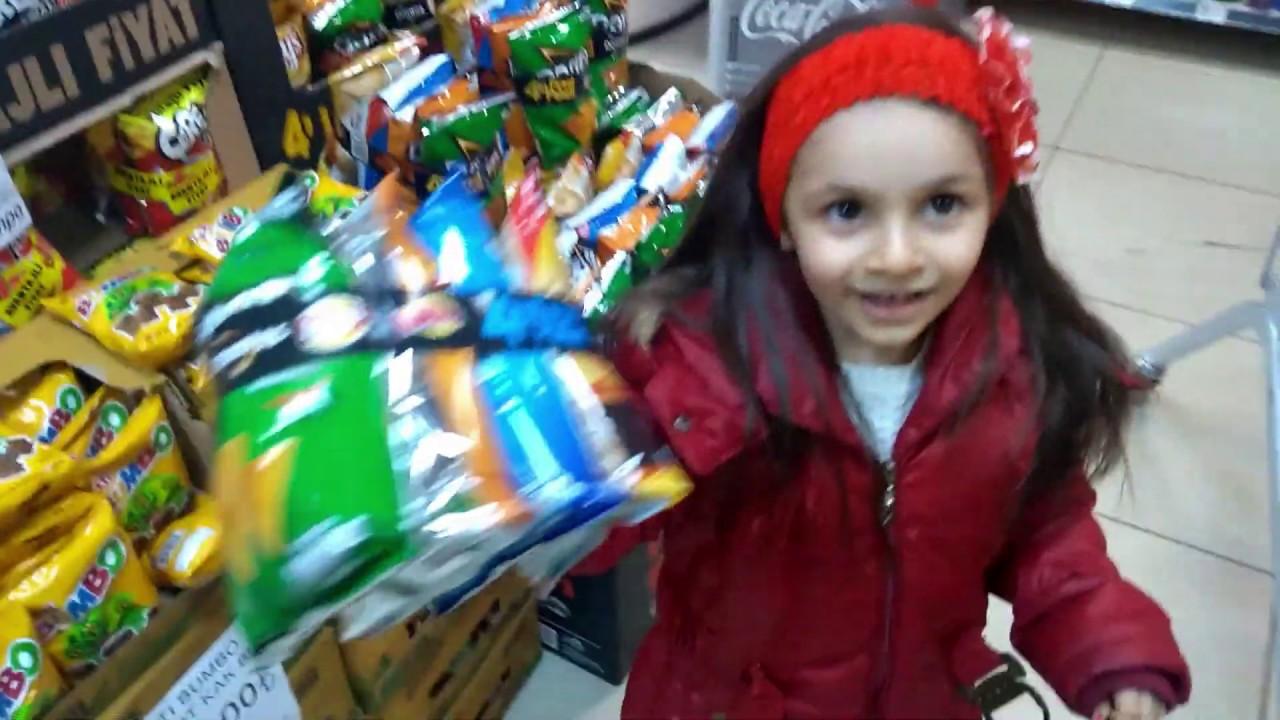 My lıttle pony ve Lina  abur cubur alışverişinde.Çikolata,Cips,Şeker,Bisküvi...
