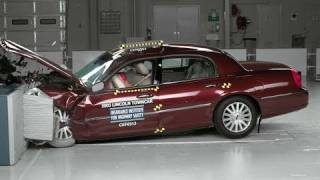2003 Lincoln Town Car moderate overlap IIHS crash test