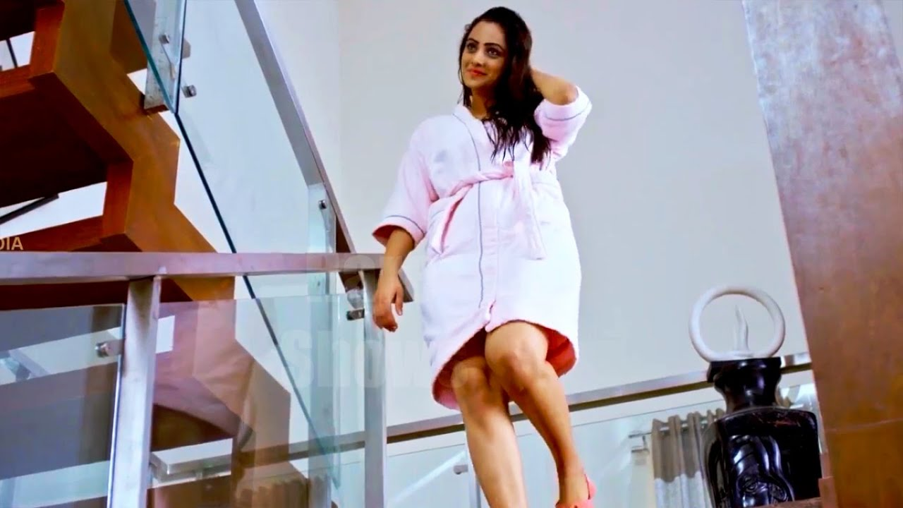 Namitha Pramod Thigh show - YouTube