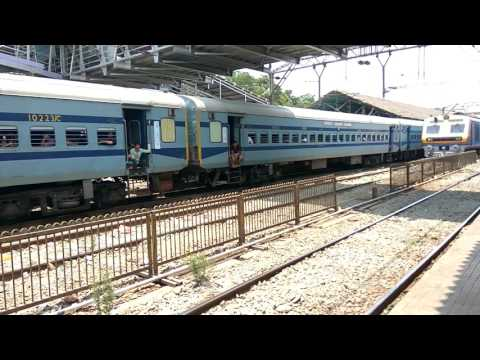 12542 LTT Mumbai Gorakhpur Superfast express passing from Kalyan