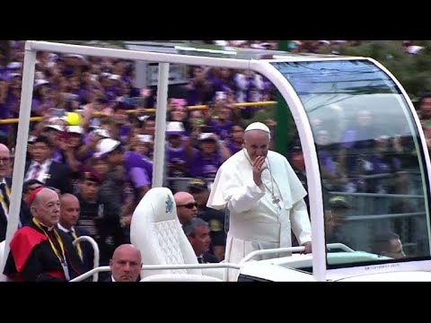 Pope arrives in Peru after tumultuous Chile visit