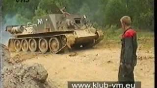 Vyprošťování tanku T-34 pomocí vyprošťovacího tanku VT-34