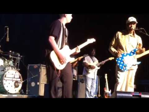 Buddy Guy and Darren Thiboutot jam together on stage.