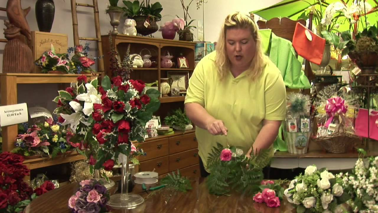 Floral arrangements how to make a teardrop bouquet youtube izmirmasajfo