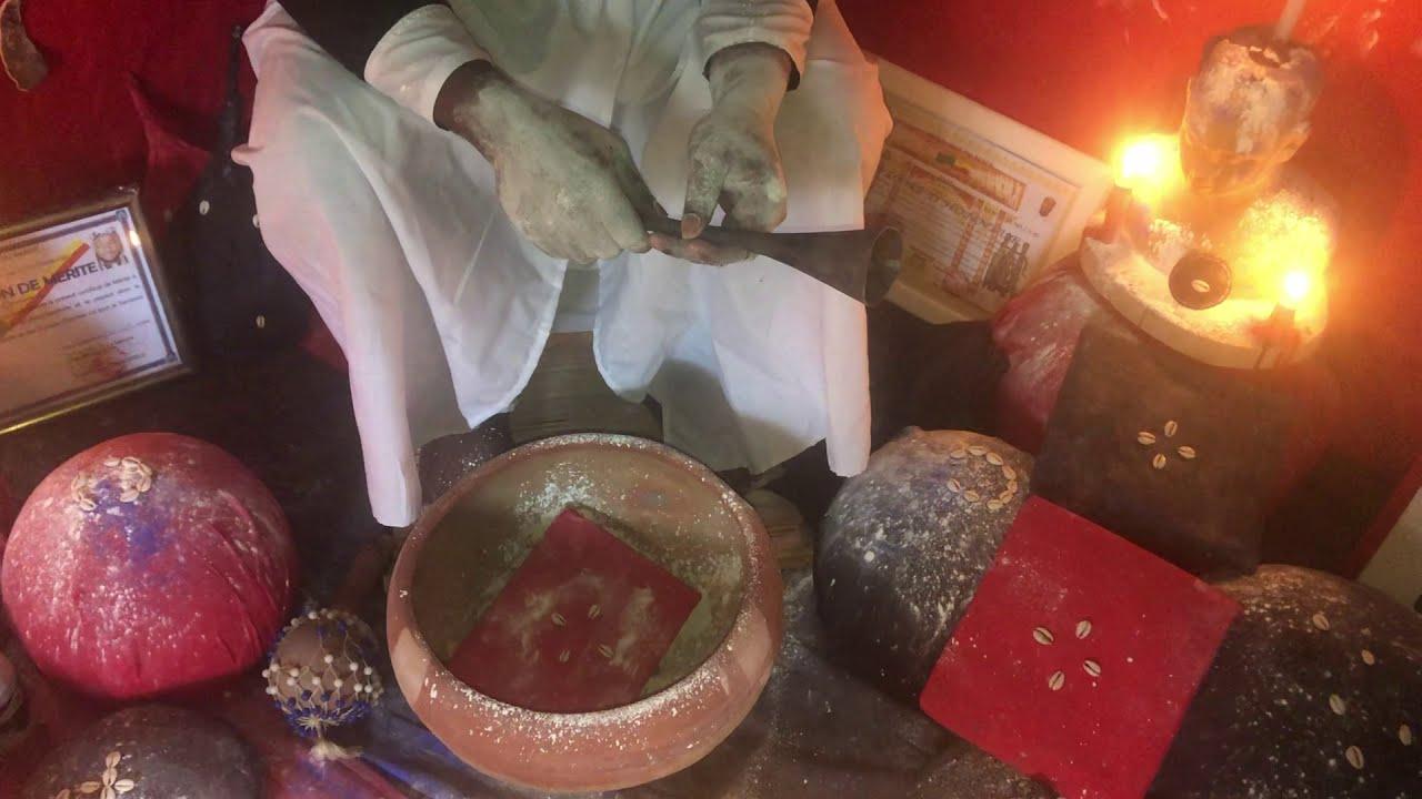 Download UN IVOIRIEN RENDU VISITE AU MARABOUT KAWO POUR LE TRAVAIL DU PORTEFEUILLE MAGIQUE