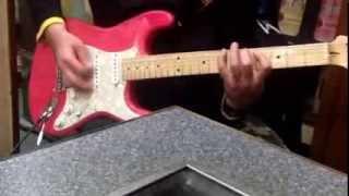 こちらはSATSUMA3042師匠のお弟子さんのアナーキーさんのギターを使用し...
