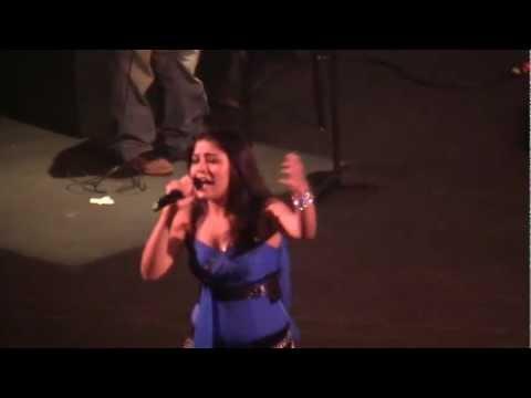 Apni to jaise taise - Sunidhi Chauhan - Durga Puja Live Performance