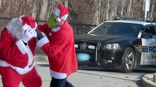 Santa And The Grinch Fight!