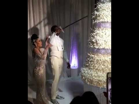 Gucci Mane \u0026 Keyshia Ka\u0027oir cuts their 100k wedding cake with a sword