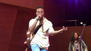"""Travis Greene with Jonathan McReynolds at Chicago Gospel Festival singing """"Intentional/All Things"""""""