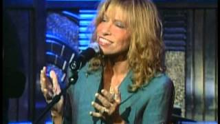 Watch Carly Simon Hold Out Your Heart video