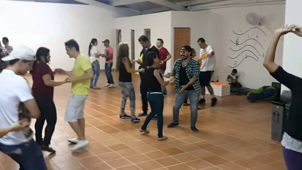 Así practican bachata en Son de Timba Dance Studio - YouTube b3ea77d822b