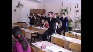 Пацаны танцуют хардбас на уроке)))))