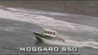 Moggaro 850 sailing in big waves