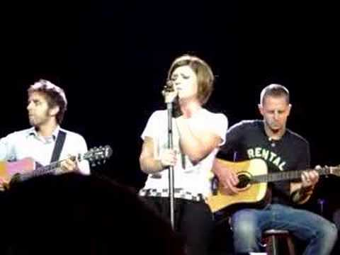 Kelly Clarkson - Addicted Tour - St. Louis 7-24-06 - BOY Travel Video