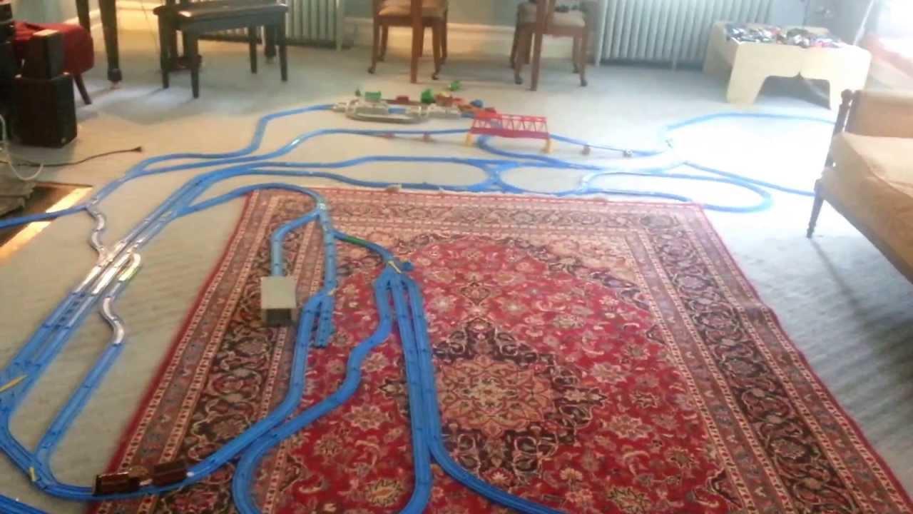 Jumbo Thomas train layout blue tomy track - YouTube