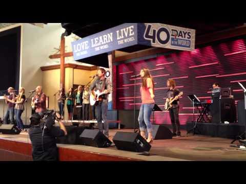 Josh Fox Leads Worship at Saddleback Church, Lake Forest