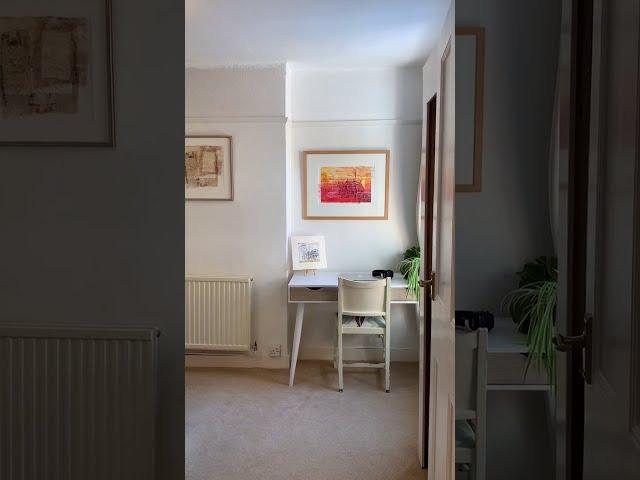 Spacious room in artist's home Main Photo