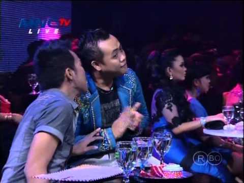 WALI Feat ZASKIA & FITRI CARLINA Live At Dangdut Awards (26-01-2013) Courtesy MNC TV