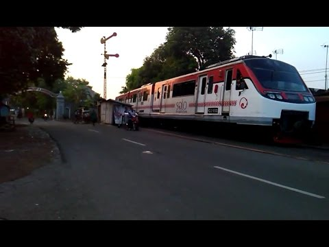 KA Railbus Batara Kresna Persiapan Masuk Stasiun Solo Kota