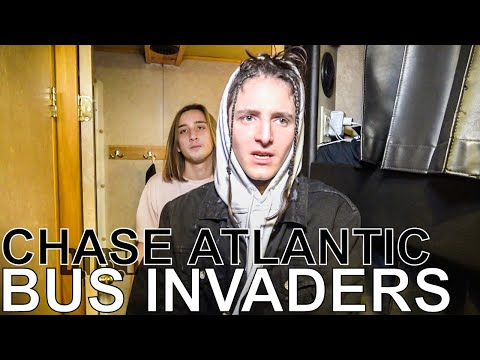 Chase Atlantic - BUS INVADERS Ep. 1256