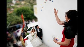 Gezim te madh ka Vjehrra per nusen, shikone se si e pret nusen ne dere - Dasma Shqiptare 2017