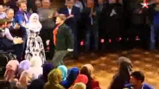 Кадыров станцевал лезгинку на свадьбе тысячелетия