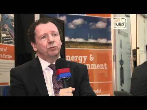TulipTV - Irene Bakker, Globe, Photographer Kadir van Lohuizen