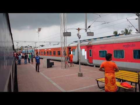 Bhubaneswar Rajdhani overtakes Falaknuma Express - SRC vs SRC!