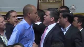 """VIDEO Momento en el que diputado Rafael Guzmán llama """"vampira"""" a Tania Díaz"""