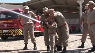 É Natal: Bombeiros realiza sonho de criança que quer ser bombeiro em Mossoró