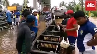 Kerala Floods | Relief Operations By Local Fishermen In Aluva