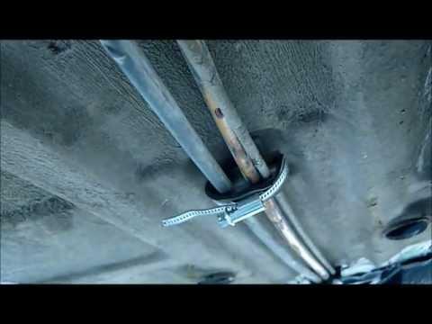 Крепление топливо провода.