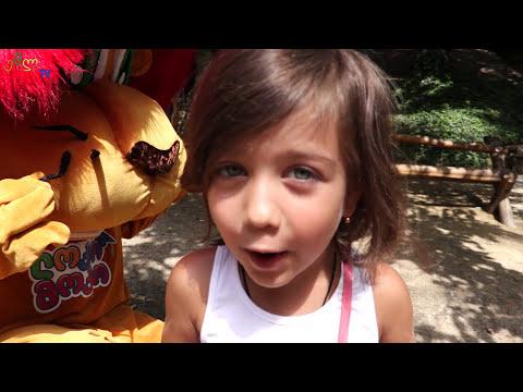 ემილია და ლომი თამაშობენ ერთად, ემილია ასეირნებს ნიცას და აჭმევს იოგურტს, გასართობი ვიდეო