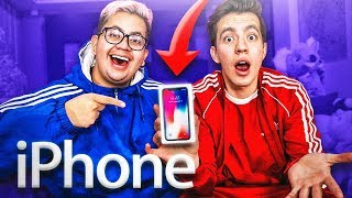 UN FAN NOS REGALA UN IPHONE *ABRIENDO SUS REGALOS*