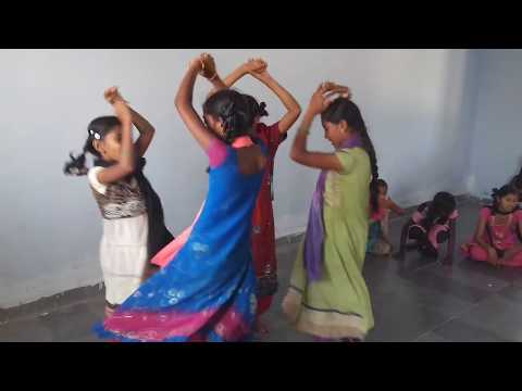 Utti medagudu urinchinattu Super Dance