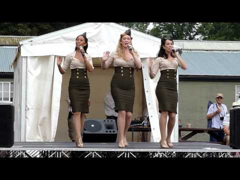 Flying Legends 2013 Clips featuring the Manhattan Dolls
