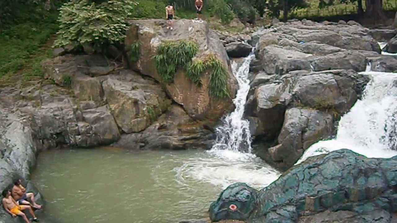 Piscinas naturales de pindal youtube for Cascadas con piedras naturales