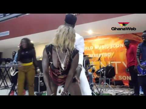 Crazy dance at Kojo Antwi's show in Sunyani