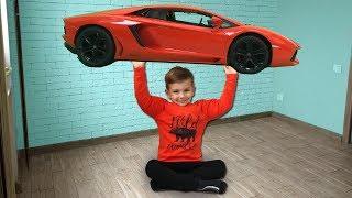 Марк накачал большие мышцы и поднял большую машинку. Видео для детей.