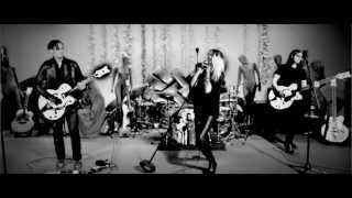 "THE DEAD WEATHER ""I Feel Love (Every Million Miles)"" - Live Performance Video"